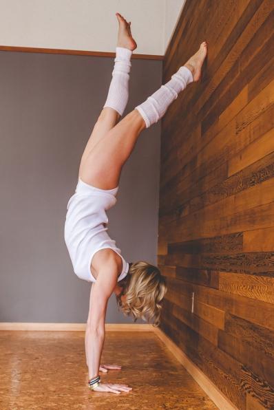 susan yoga - hand-1